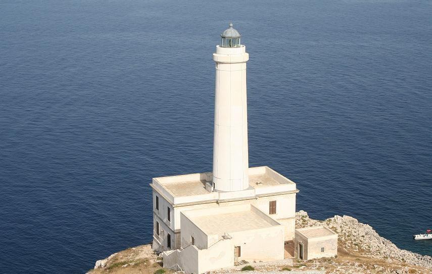 Capodanno in un faro a picco sul mare: è a Otranto la prima alba in ...