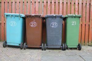 bidoni della spazzatura colorati