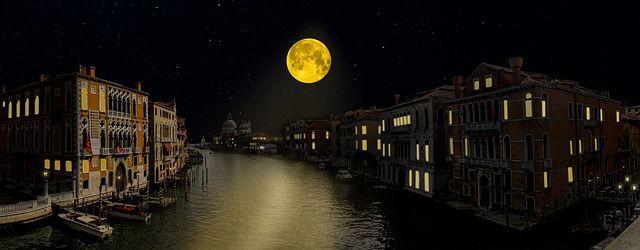 luna piena su venezia